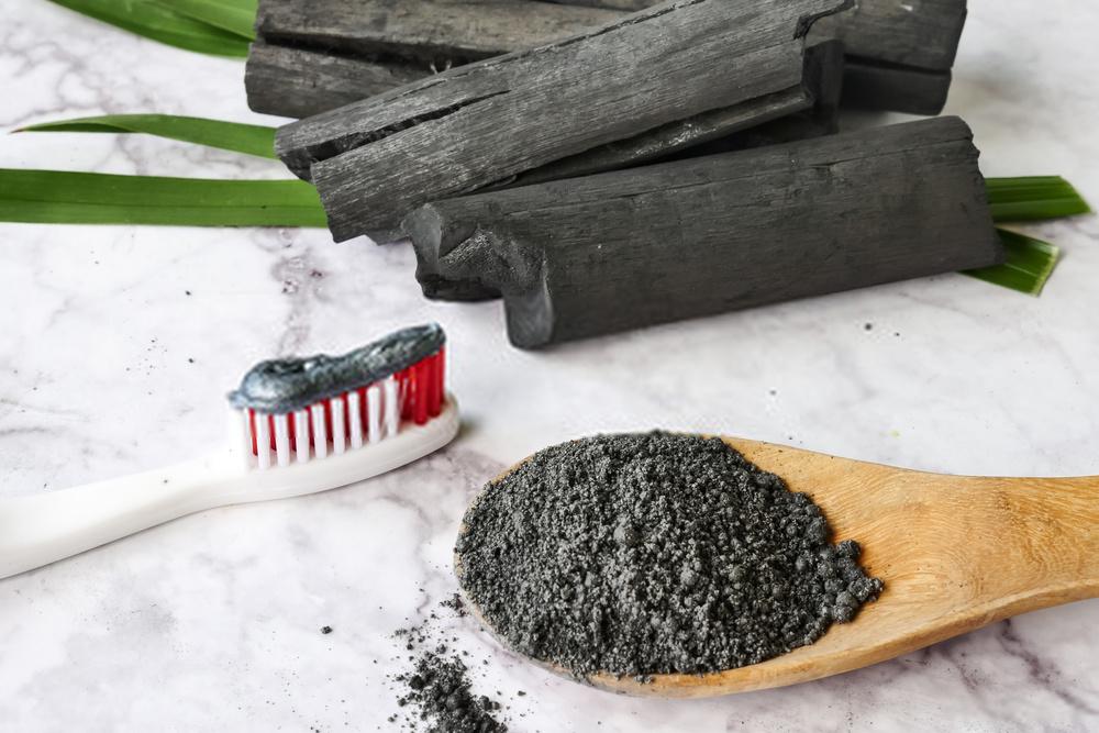 Carvão Ativado para clarear os dentes